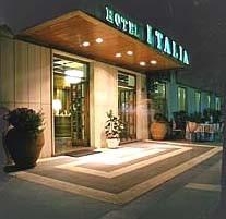 albergo-italia-fiuggi-ingresso-notte
